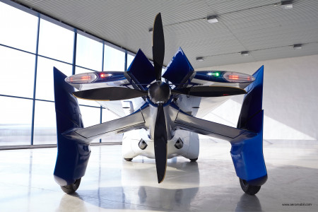 A complexa traseira do Aeromobil