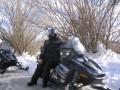 Fábio Doyle pratica snow mobile no Canadá