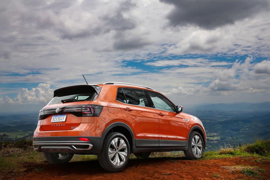 Versão brasileira do VW T-Cross tem maior distância entre eixos e altura em relação à alemã.prida e mais