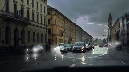 Quando anoitece uma das funções da lente DriveSafe é reduzir o brilho das luzes e faróis contrários, tornando o ato de dirigir nesses horários menos estressante e mais seguro